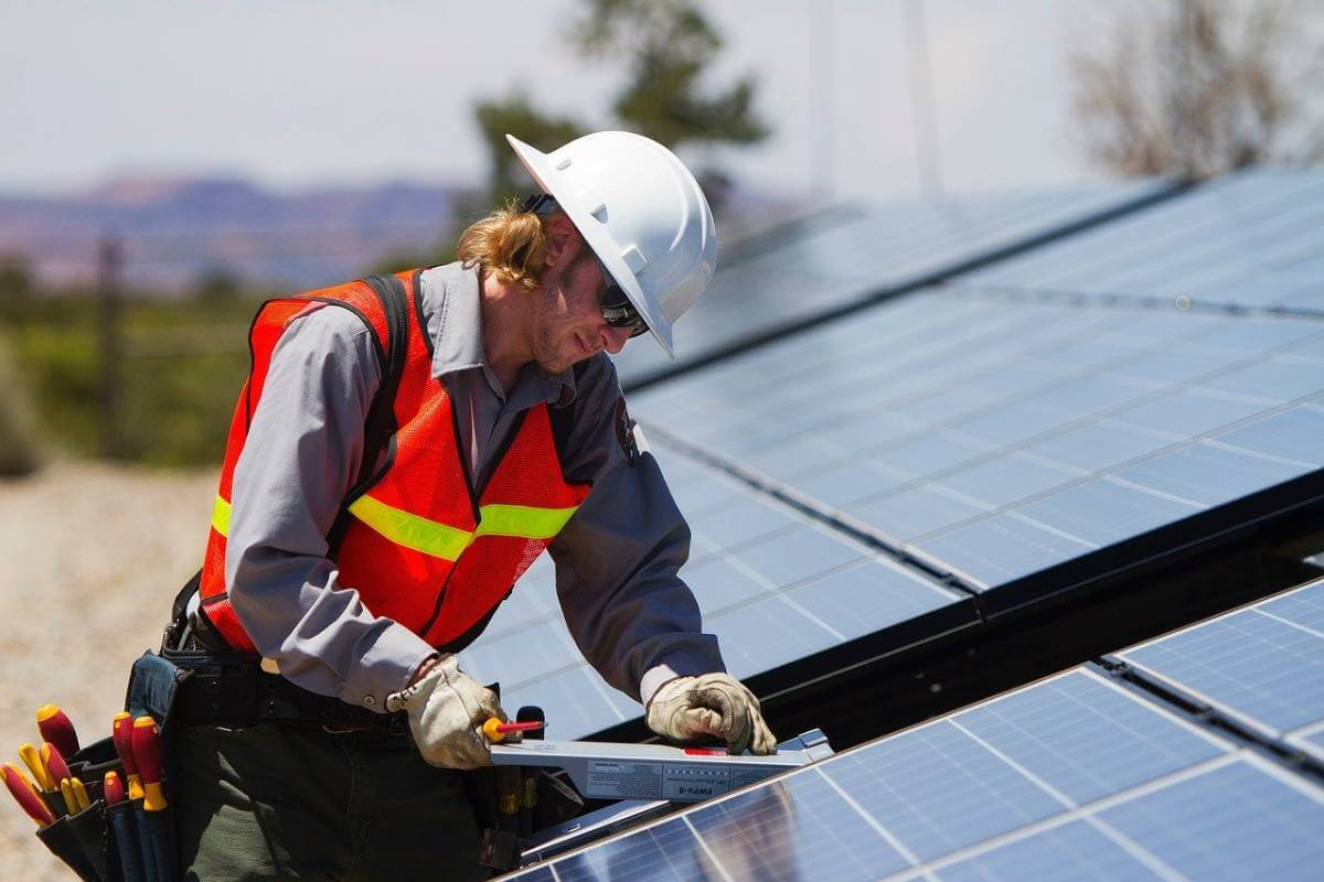 Pannelli Solari Termici Da Balcone impianto solare termico: requisiti di installazione - eterra